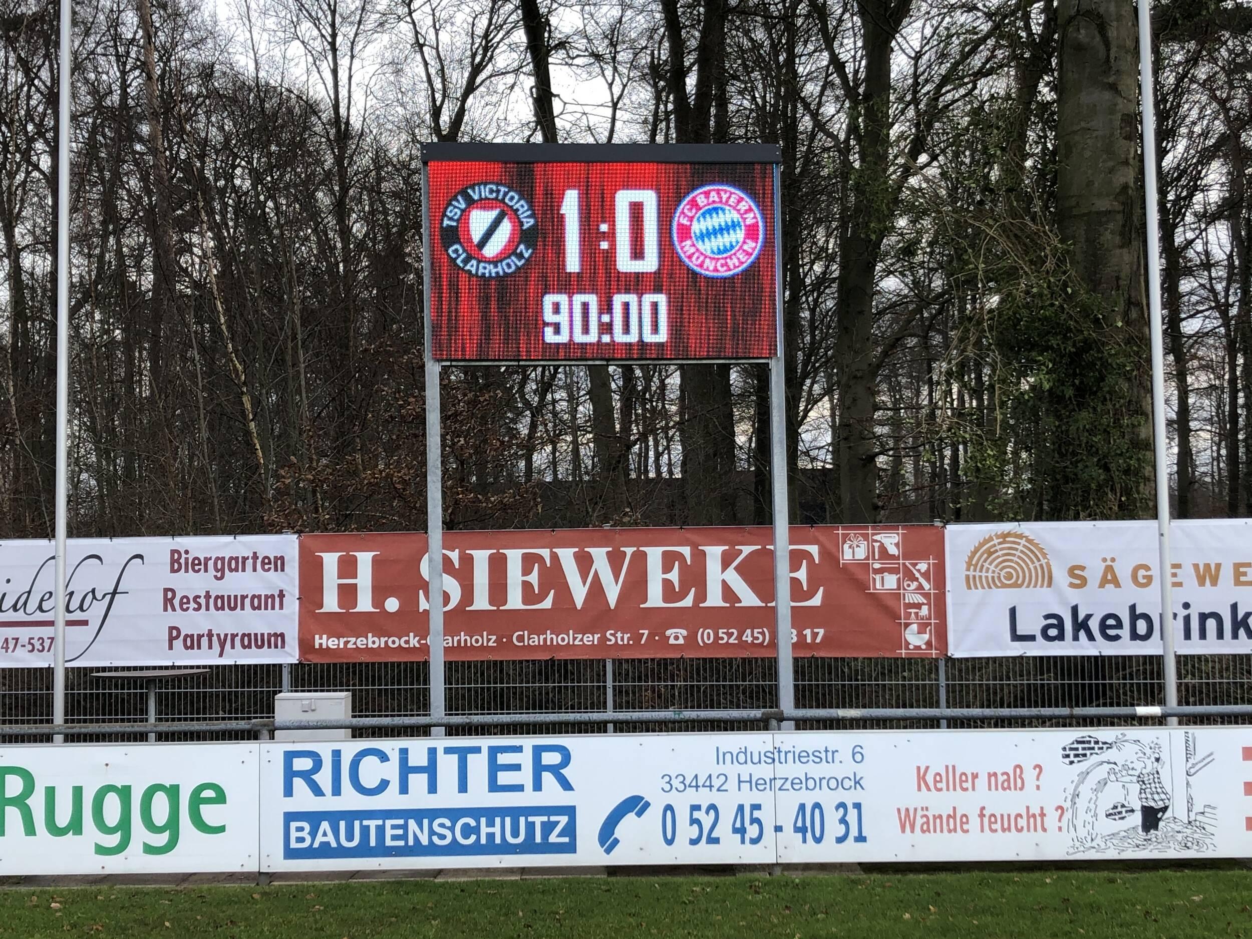 Fußball<br>Neue Anzeigetafel betriebsbereit