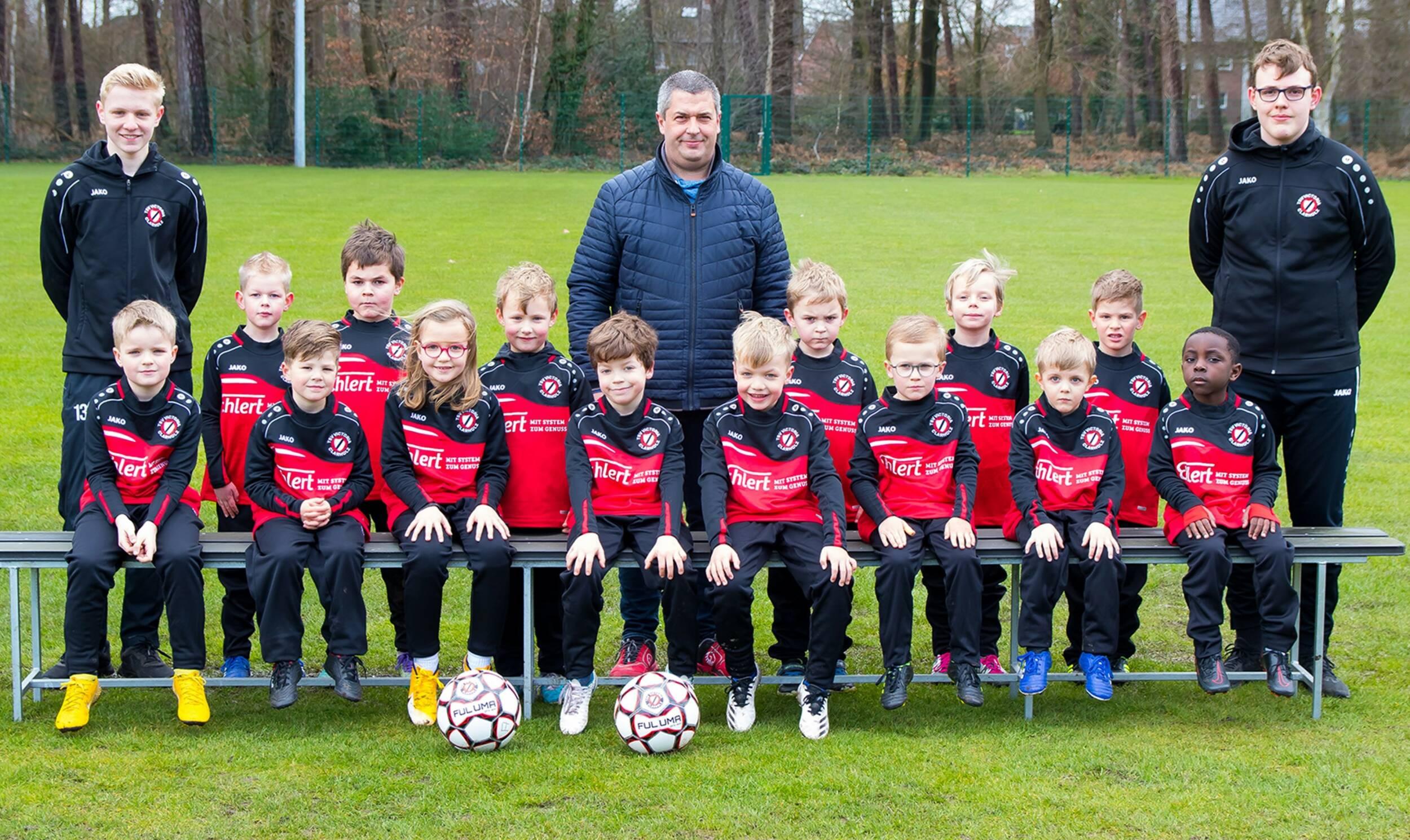 Fußball<br>Gustav Ehlert GmbH sponsert Outfits für kleine Fußballer