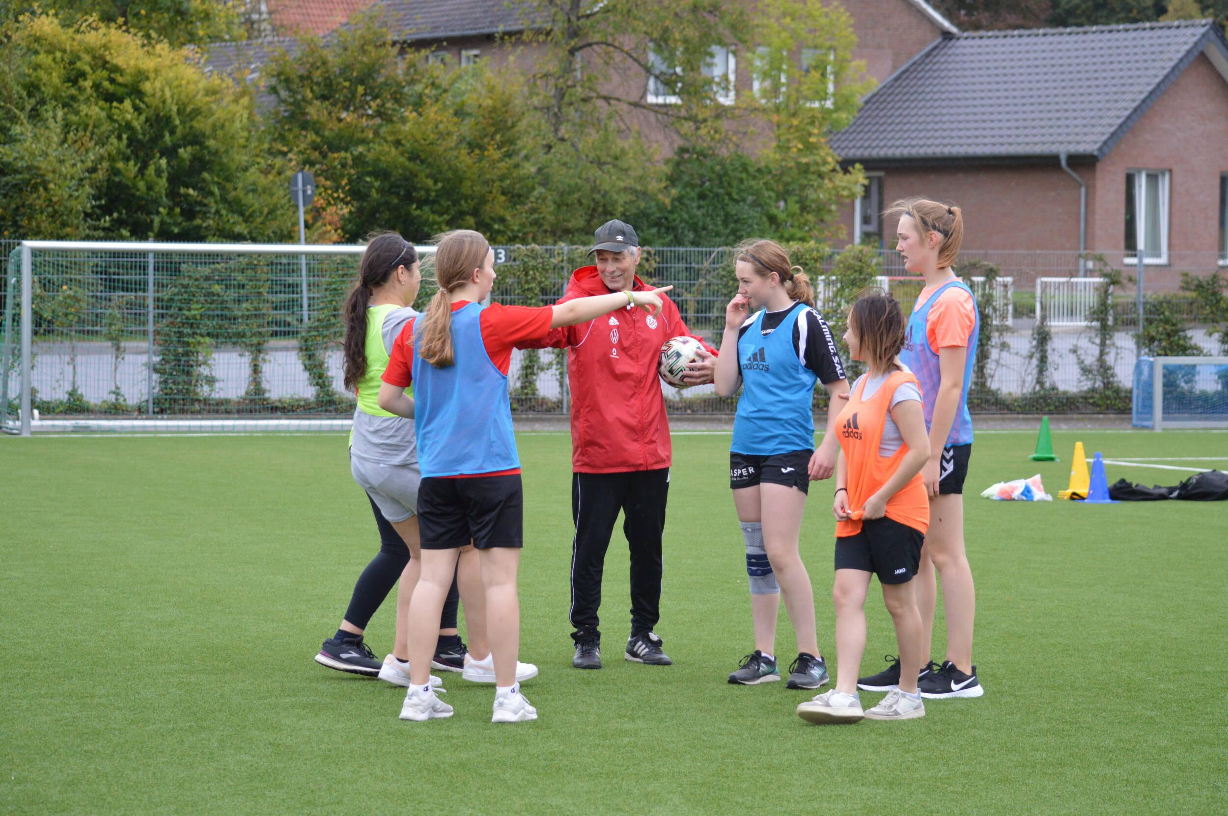Fußball<br>Tag des Mädchenfußballs an der Gesamtschule